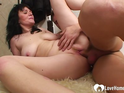 Milf Gets Her Cunt Pounded More Various Positions