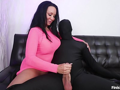 Aroused mature plays with reference to the big unearth in kinky cam fetish