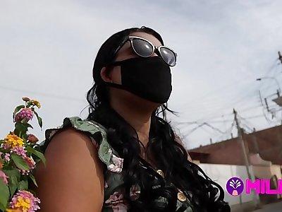 Dos días antes de depress cuarentena chama folla por dinero para sus compras