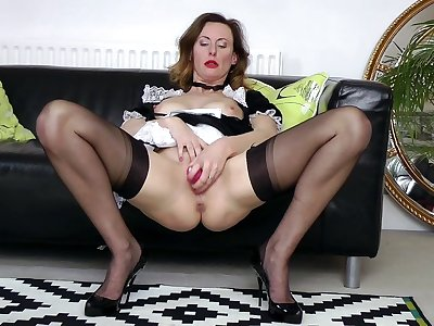 Sultry maid Lara goes at it relating to an germaneness to pleasure themselves