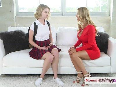 Pussylicking milf seduces perkytit schoolgirl