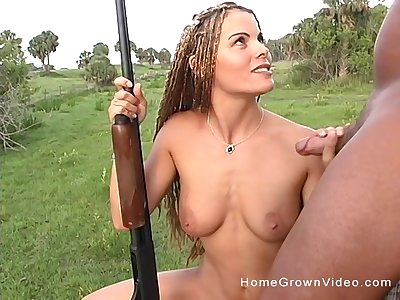 Stunning chick blowing stranger's strong penis outside until he cum