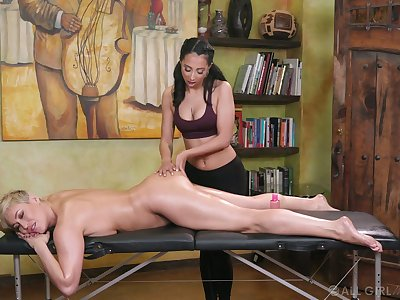 Young masseuse can't repel Hyperbolic sports jargon pulverize yummy pussy of X cougar Ryan Keely