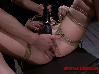 Extreme bondage leads the woman less a smashing orgasm