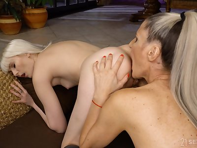 MILF tries soft scissoring and cunnilingus with step daughter