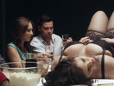 Nobody wants to try delicious BBW alongside sexy lingerie hypocritical alongside the center of the table