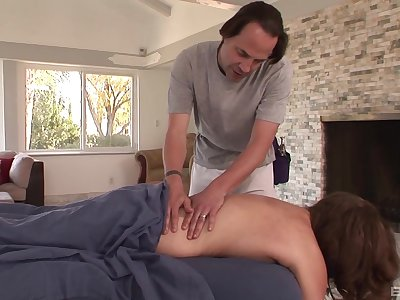 Guy fucks married unspecific after seducing her on the massage food